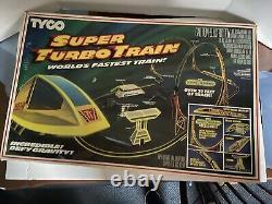 1986 TYCO NITE GLOW TURBO TRAINS SET WORLD FASTEST TRAIN with 29 Feet of Track