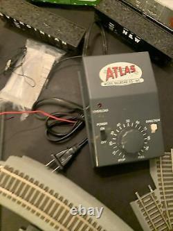 ATLAS HO TRAINMAN BNSF N&W With RS LOCOMOTIVE TRAIN SET withBox + Cars & Tracks