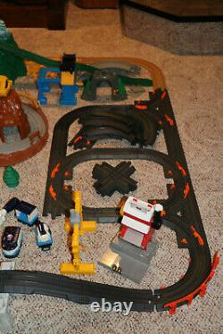 HUGE Lot #4 Fisher Price Geotrax Train Set Trains Track Buildings Roundhouse