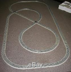 LIONEL TRAIN DELUXE FASTRACK PACK 5X10 FEET Layout Display Set withTrack Crossings