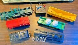 Lionel Electric Train Set. Vintage. Works! Extra Track! No. 11520 With Box