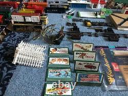 Massive Vtg. Early 46-53's American Flyer Train Set Lot Trains, Track, Buildings