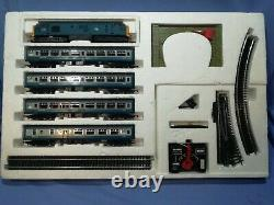 OO Hornby R686 Inter-City Train Set Class 37 Loco + 4 Coaches, Oval of Track