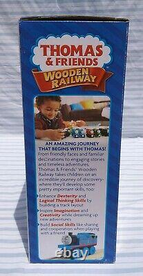 Thomas & Friends Wooden Railway DGK77 Dustin Comes In First Set NEW