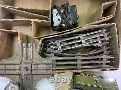 Ancien Train Militaire D'approvisionnement De L'armée Marx Avec Une Piste Complète De Travail