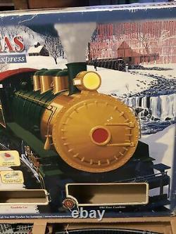 Bachmann White Christmas Express Train Set Ho Scale E-z Track Model 00609