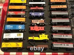 Calibre Vintage N Model Train Moteurs Set Voitures Aiguillages De Voie Contrôles Bâtiments +