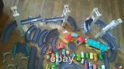 Chuggington Diecast 25 Trains 90 + Tracks Roundhouse Boucle Bridges Tomy Lot Set