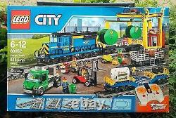 Dégâts De Boîte ! Lego City / Town #60052 Train Cargo Motorisé Avec Voie Flambant Neuve