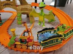 Dinosaur Train Train Voie Motorisée Ensemble Montagne Temps Tunnel Travails Don Minuscule