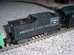 Le Train À Double Boucle American Flyer Des Années 1960 Est Complet Avec Piste Et Transformateur