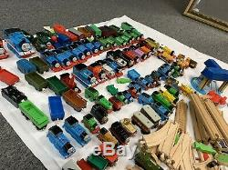Thomas Le Train 200+ Pc. En Bois Et En Plastique Set De Chemin De Fer, Voies, Trains, Etc.