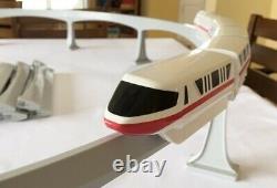 Walt Disney World Monorail Red Stripe Train Playset Plus 3 Ensembles Supplémentaires De Pistes